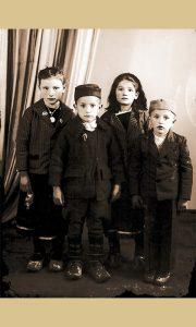 """Deca spremljena za fotografisanje u foto studiju """"Vukosava"""""""