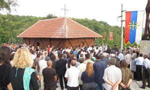 Osvećenje rekonstruisane crkve brvnare u Sevojni
