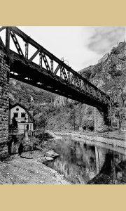 Dovarjaši su testirajući hrabrost prvi započeli skokove sa Starog železničkog mosta