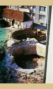"""Delovi temelja džamije-crkve """"Ružice"""" otkopani 1998. godine"""