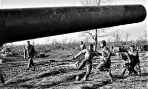 Fudbal se igrao i tokom Drigog svetskog rata u zarobljeničkim logorima, ali i u pauzama bitaka