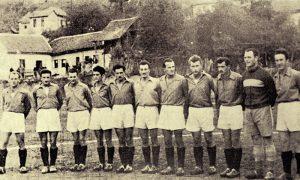 Tim užičke Slobode 1946, Keblo u sredini šesti sa leva