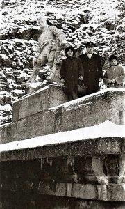 Spomenik nakon rekonstrukcije spomenika Srpskom graničaru, porodica železničara na ulaznom portali tunela broj 53