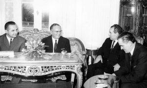 Ječak u društvu sa Josipom Brozom Titom