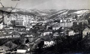 Trg je građen na prelasku iz pedesetih u šezdesete godine 20. veka