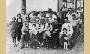 Porodica Gojka Blagojevića, iza automobil koji je u to vreme mogao da nabavi samo uspešan čovek