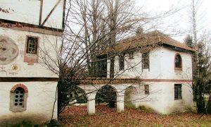 """Atelje na Zlatiboru - """"Kula ni na nebu ni na zemlji"""", Milić nije sekao drveće kada je pravio svoj atelje na Zlatiboru"""