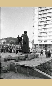 Šminkanje let lampom maršalovog spomenika pred otvaranje Trga