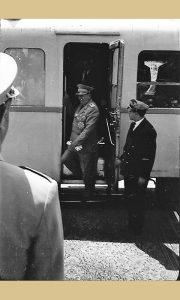 Tito je izašao iz voza u Krčagovu na otvorenoj pruzi