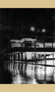 Robna kuća noću