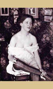 Prostitutka snimljena početkom šezdesetih, fotografija nađena u kući na starom Zlatiborskom putu