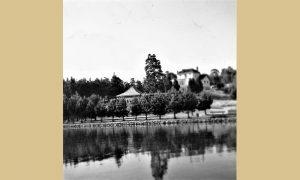 Jezero, mlečni restoran, na visu stari hotel sa kafanom