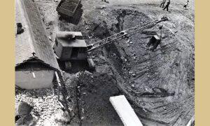 Prvi bager koji se pojavio u Užicu na izgradnji Trga partizana