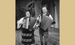 Popularni harmonikaški duet Radojka i Tine Živković