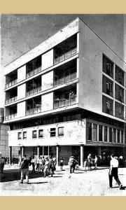 """Zgrada koja je prozvana """"Obnova"""" po samoposluzi koja je bila u njenom prizemlju"""
