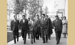 Tadašnja užička i beogradska politička elita u šetnji na Trgu