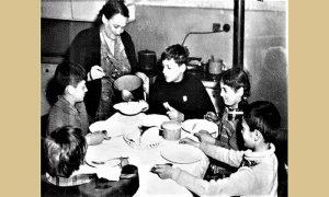 Ručak u porodici zubara Grudena, Zora sa decom