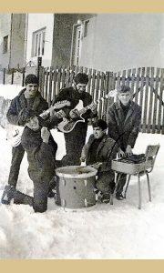Užička Instrumentalna rok grupa Meteori posle dobijanja instrumenata na konkursu