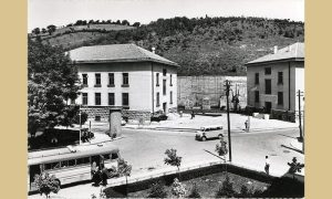 Raskrsnica sa zgradama muzeja šezdesetih