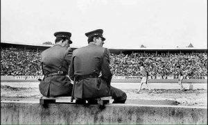 Dva policajca, a 80.000 navijača nekada, danas obrnuto