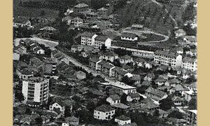 """Ulica 7. jula pre nego je počela gradnja prvog užičkog """"nebodera"""" od 17 spratova - """"S"""" solitera"""