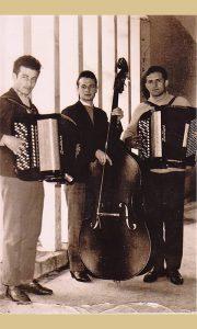 Pevač Duško Goronjić sa basom i duetom harmonikaša