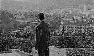 """Levo """"Sokolana"""" simbol patrijahalnog Užica, desno Trg, simbol urbanog komunističkog razvoja"""
