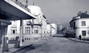 Jugopetrolova benzinska stanica iz blizine