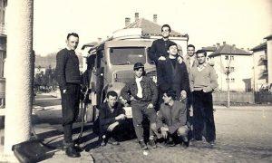 Ljubojević sa društvom ispred novootvorene benziske stanice