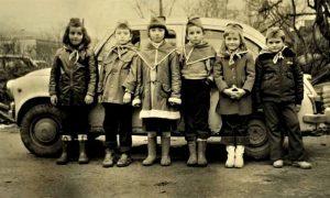 Užički pioniri maleni šezdesetih ispred fiće