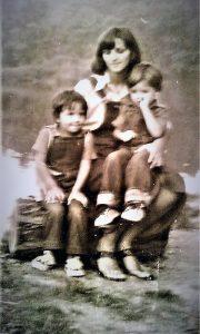 Zorica sa malim Sašom i Tatjanom
