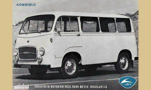 Ovakva dva IMV kombi busa, prva turistička, bila su parkirana na Trgu ispred Turist biroa