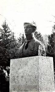 Bista Milutina Uskokokovića u Velikom parku