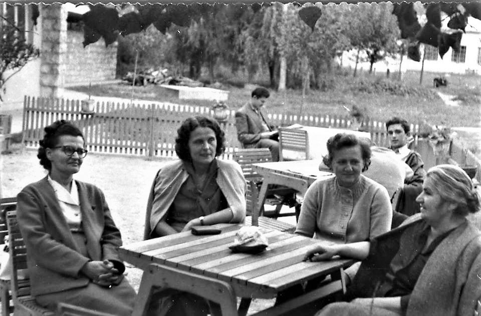 Profesorke užičke gimnazije (s leva na desno): Branka Popović (latinski jezik), Zaga Nikitović (hemija), Sofija Novakov (matematika) i Mica Stanković (biologija)