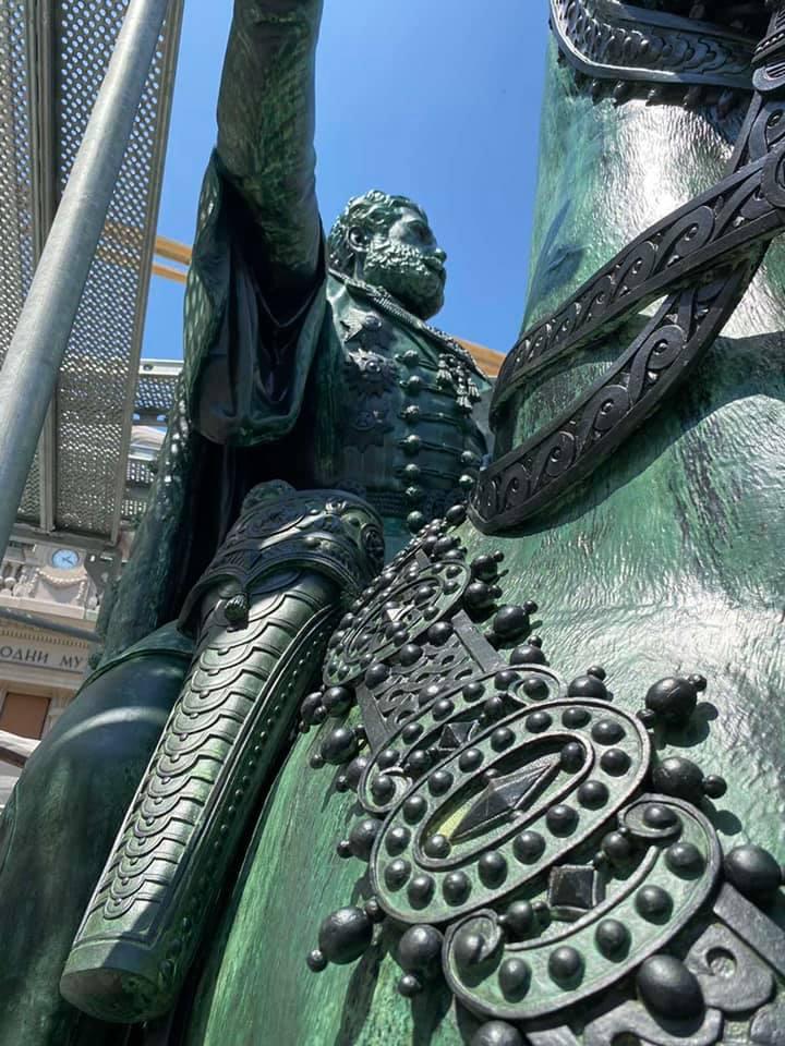 1 Detalji sa tek završenog čišćenja spomenika knezu Mihailu.