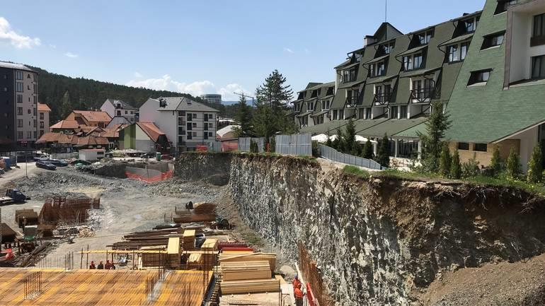 Danas Zlatibor, soba sa pogledom na gradilište