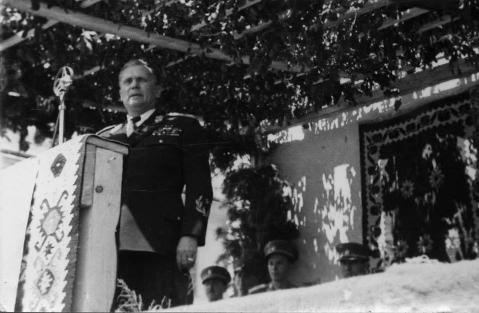 """Tito govori u Užicu na Žitnom pijacu tada zvanom """"Trg oslobođenja"""""""