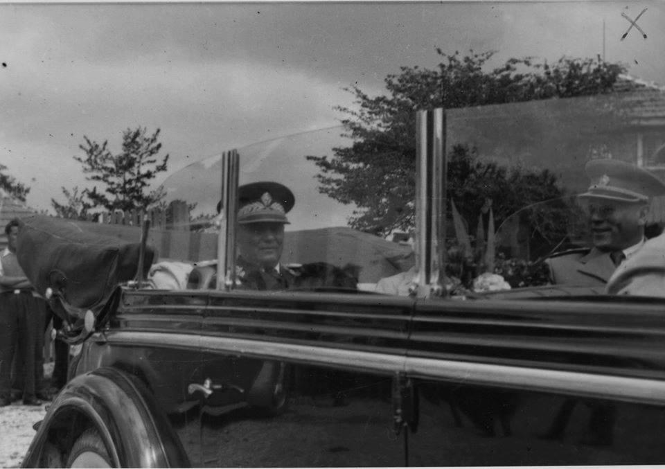 Tito stiže u Titovo Užice u Rojs Rojsu