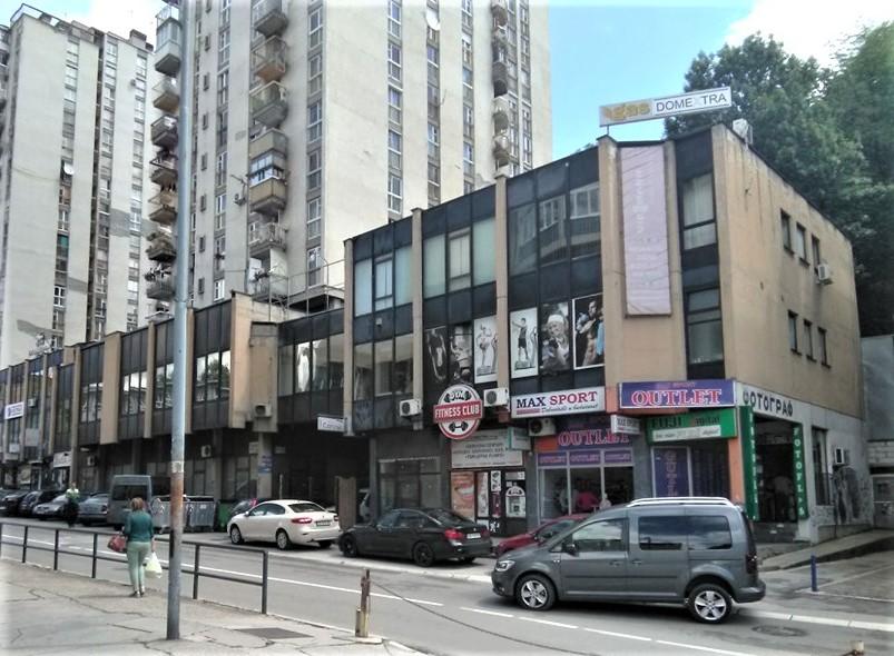 Tu gde je bila Bračinkina kuća danas je zgrada u kojoj je ''Fitnes klub'' i ''Maks sport''.