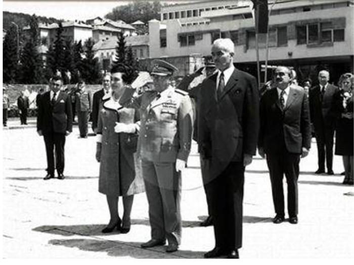 Velimir Dogandžić na Trgu sa Titom i Jovankom