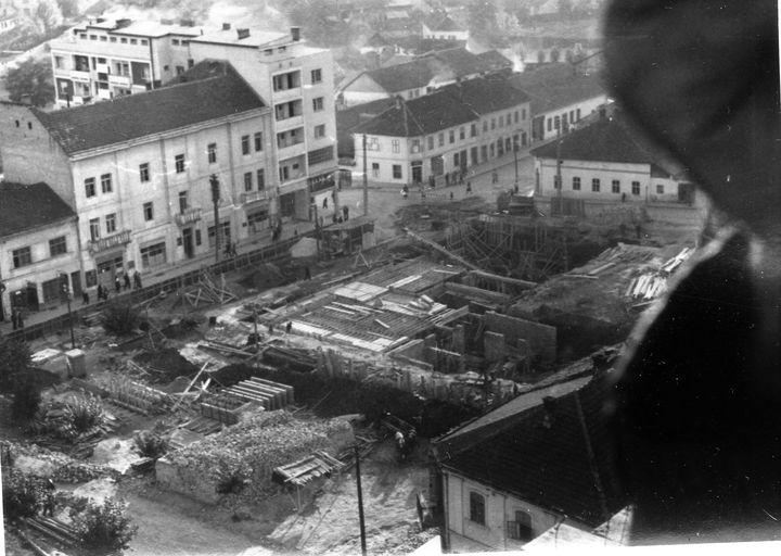 . Pogled sa kule na Trg u izgradnji