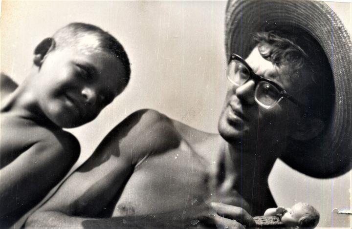 . Sa Mladim Pericom Jovanovićem slikao me otac Vlajko na užičkoj plaži qvgusta 1961.