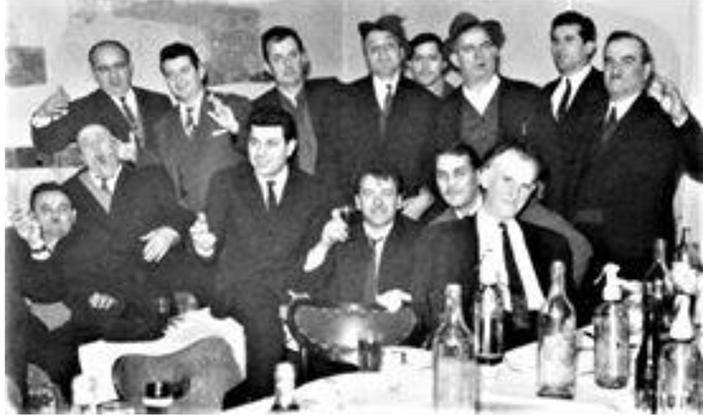 Legendarne užičke zanatlije sa predsednikom Radom Subotićem prvi s desna, na Zanatskoj zabavi 1968.. .