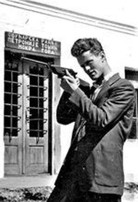 Mladi Tihomir Đurđić u vreme kad je radio kao učitelj u Mokroj Gori