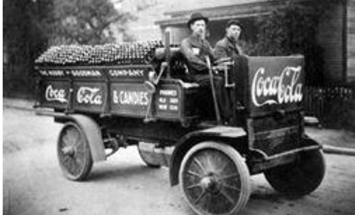 Fotografija s početka istorije Koka Kole