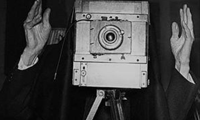 """Ovako su užičani videli Iliju Lazića dok ih je fotografisao u svom foto studiju """"Vukosava"""""""