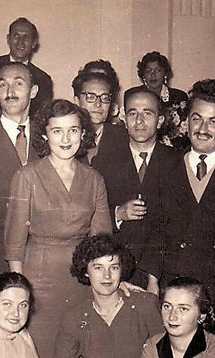 Sudija Cvijo u sredini (sa naočarima); dole Kika daktilografkinja