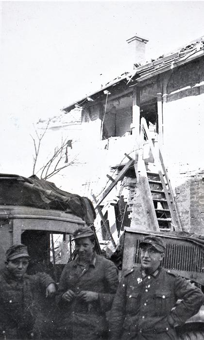 Nemački vojnici posle bombardovanja 1944. u užičkoj Klisuri
