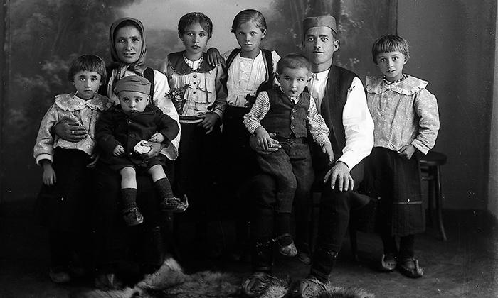 Tridesetih i četrdesetih godina dvadesetog veka bračni parovi Užicu su imali mnogo više dece nego danas