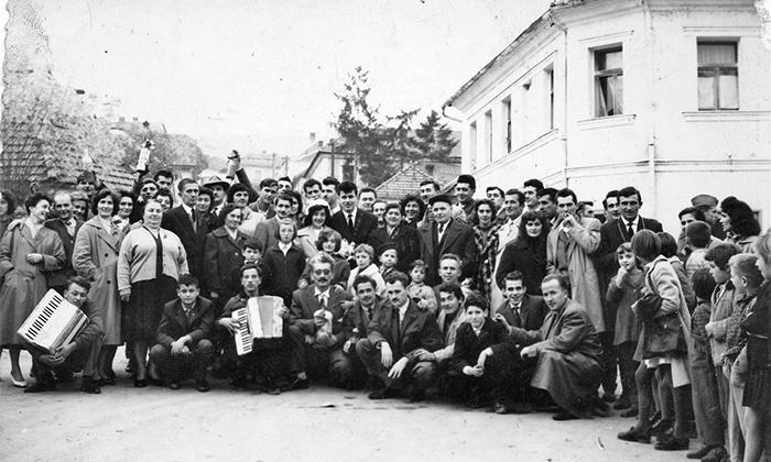 Grupna fotografija sa Ćuretove svadbe 1961. godine